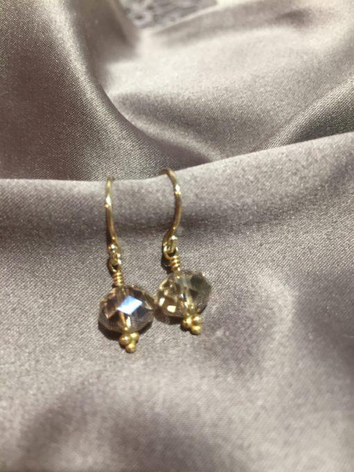 """Freesia""-Øreringe med krystal, i guld, sølv og oxideret sølv"
