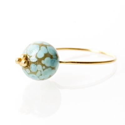 """""""Iris""""-Ring i guld, sølv og oxideret sølv."""