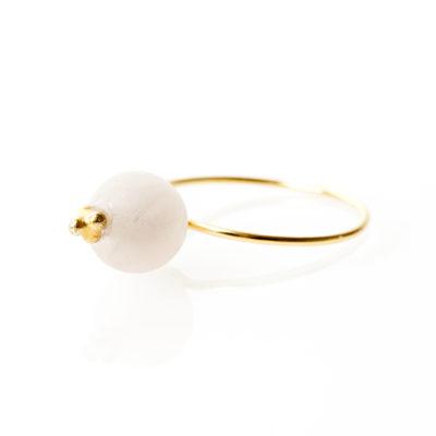 """""""Cherry blossom""""-Ring i guld, sølv og oxideret sølv."""