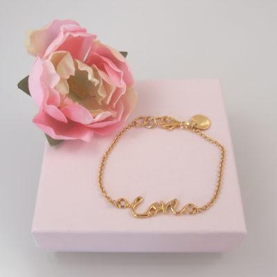 """""""Love""""-Armbånd i guld med skrift"""