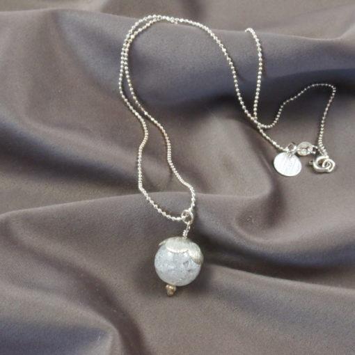 """Halskæde, """"Snowdrop"""" i sølv og oxideret sølv"""