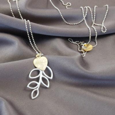 """""""B-leaves in Peace""""- Halskæde i sølv og guld"""