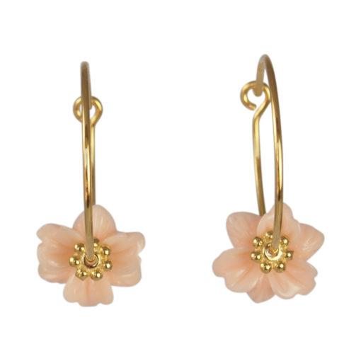 """Øreringe (creoler), med pastelfarvet blomst, i guld, sølv og oxideret sølv, """"Amaryllis"""""""
