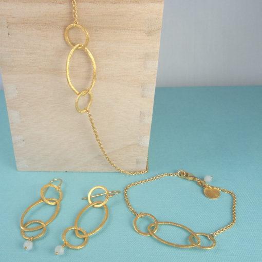 """""""Rosemary"""" -Øreringe, halskæde og armbånd i guld"""