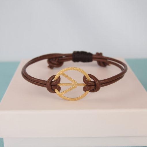 """""""Symbol of Peace, leather""""- Armbånd i læder og guld"""