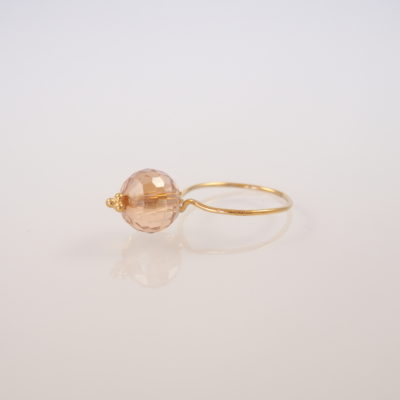 "Ring i guld, sølv og oxideret sølv, ""Peace Lily"""