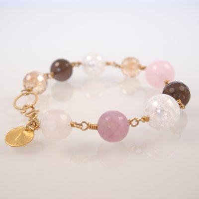 """""""Peach blossom"""" -Armbånd med ædelsten og krystaller, i guld, sølv og oxideret sølv"""