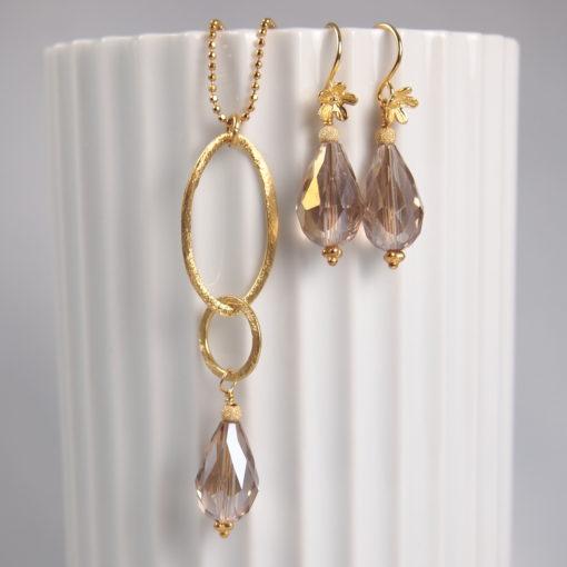"""""""Rosemary pearl""""-Øreringe og halskæde med krystal, i guld, sølv og oxideret sølv"""