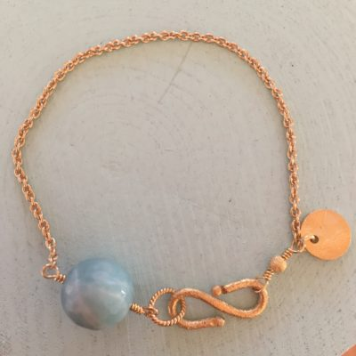 """Ocean in the mist""- Armbånd med akvamarin, i guld, sølv og oxideret sølv"
