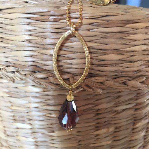 """""""Dara pearl""""-Halskæde med krystal, i guld, sølv og oxideret sølv"""