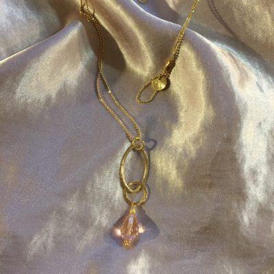 """""""Heather pink pearl""""-Halskæde med krystal, i guld, sølv og oxideret sølv"""