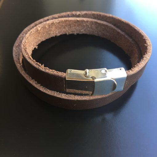 """Armbånd- dobbelt- i mørkebrunt læder med stållås """"Midnight"""" -Foto"""