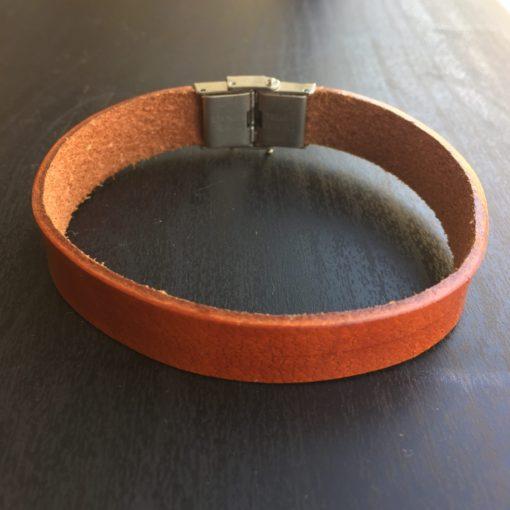 "Armbånd i cognacbrunt læder med stållås ""Dawn""-Foto"