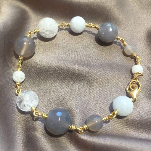 """Armbånd med ædelsten og krystaller, """"Snowdrop"""", i guld, sølv og oxideret sølv - by Nina Skat -Foto"""