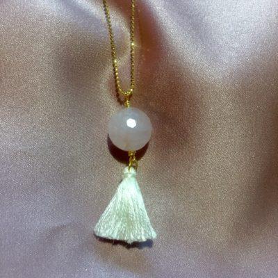 """Halskæde med rosakvarts i guld, sølv og oxideret sølv, """"Roselicious"""" -Foto"""