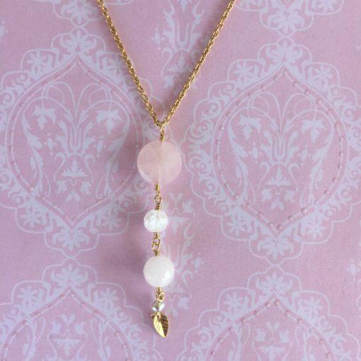 """Halskæde i lyserød pastel, i forgyldt sølv, sølv og oxideret sølv, """"Roselicious 2"""" -Foto"""