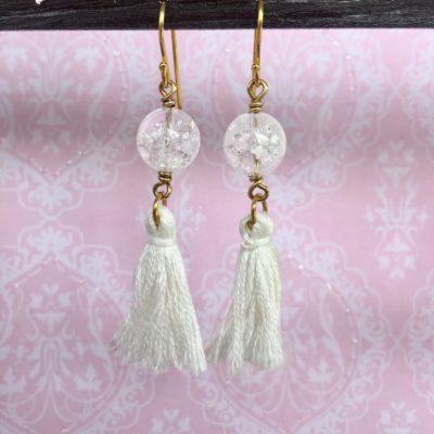 Lange øreringe i forgyldt sølv. Håndlavede smykker med krystal og kvast.