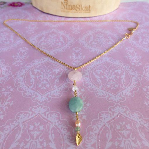 """Halskæde i pasteller, i forgyldt sølv, sølv og oxideret sølv, """"Rosebuds"""" -Foto"""