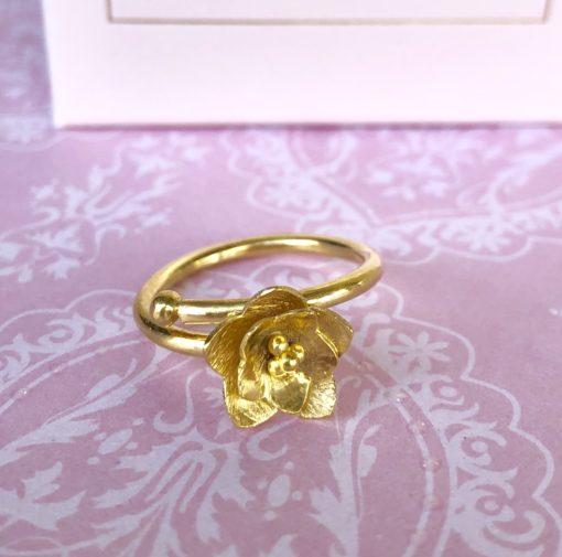 """Ring i forgyldt sølv, blomst """"Lotus flower"""" -Foto"""