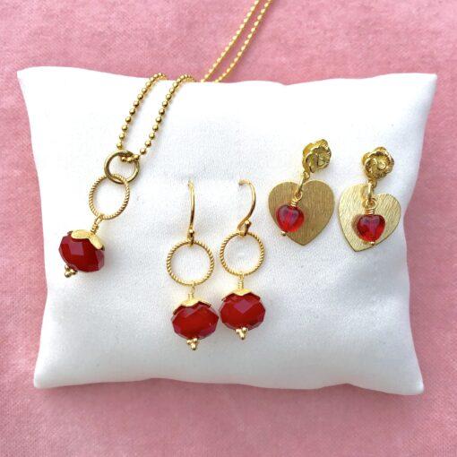 Valentine -smykker med røde vedhæng, forgyldt sølv -Foto