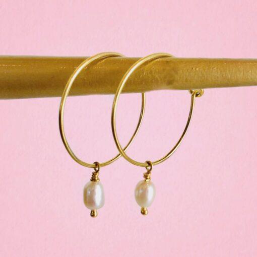 """Øreringe (hoops), med ferskvandsperle, """"Pearl love"""" -foto"""